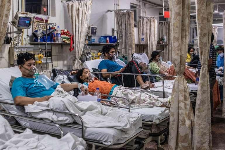 Patients receiving oxygen in a hospital ward